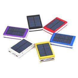 Внешний аккумулятор на солнечной батарее со с...