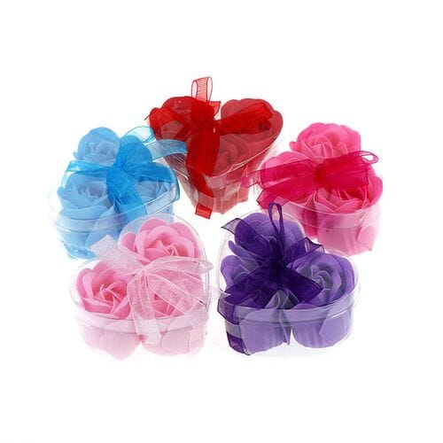 Розы из мыла 3 шт. в прозрачной коробке в форме сердца оптом