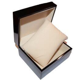 Деревянная коробка с лаковым покрытием для ча...